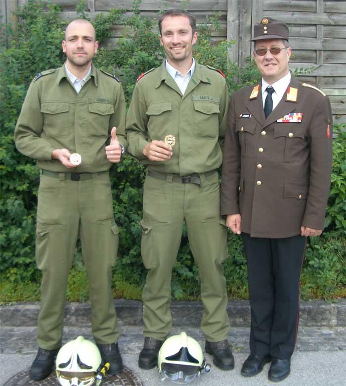 Die Bewerber AW DI(FH) Lehner, OLM Cagitz und Bezirkskommandant OBR Ing. Lehner