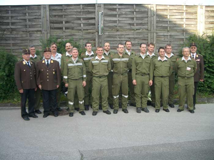 Die Bewerber aus Linz-Land mit Landesfeuerwehrkommandant und dessen Stv.